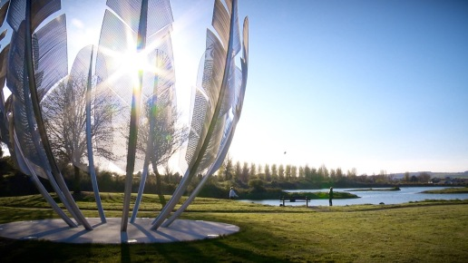 Giant, stainless steel sculpture in praise of the Choctaw people.